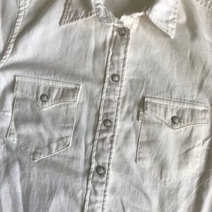 Levi's Tops - Levi's White Classic Fit Button Down Short Sleeve